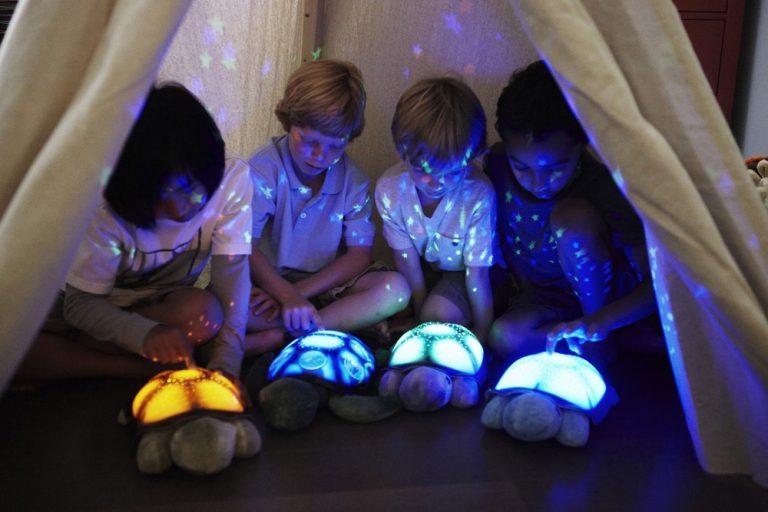 CLOUD B Lampka nocna Magiczne konstelacje Żółw fioletowy